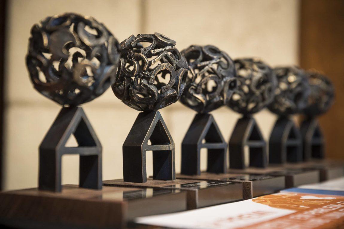 La 31a edició dels Premis Ateneus tindrà una categoria especial per la Covid-19. Consulta les bases!